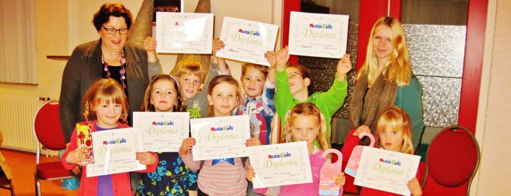 MusicKids 2012 nemen hun diploma in ontvangst